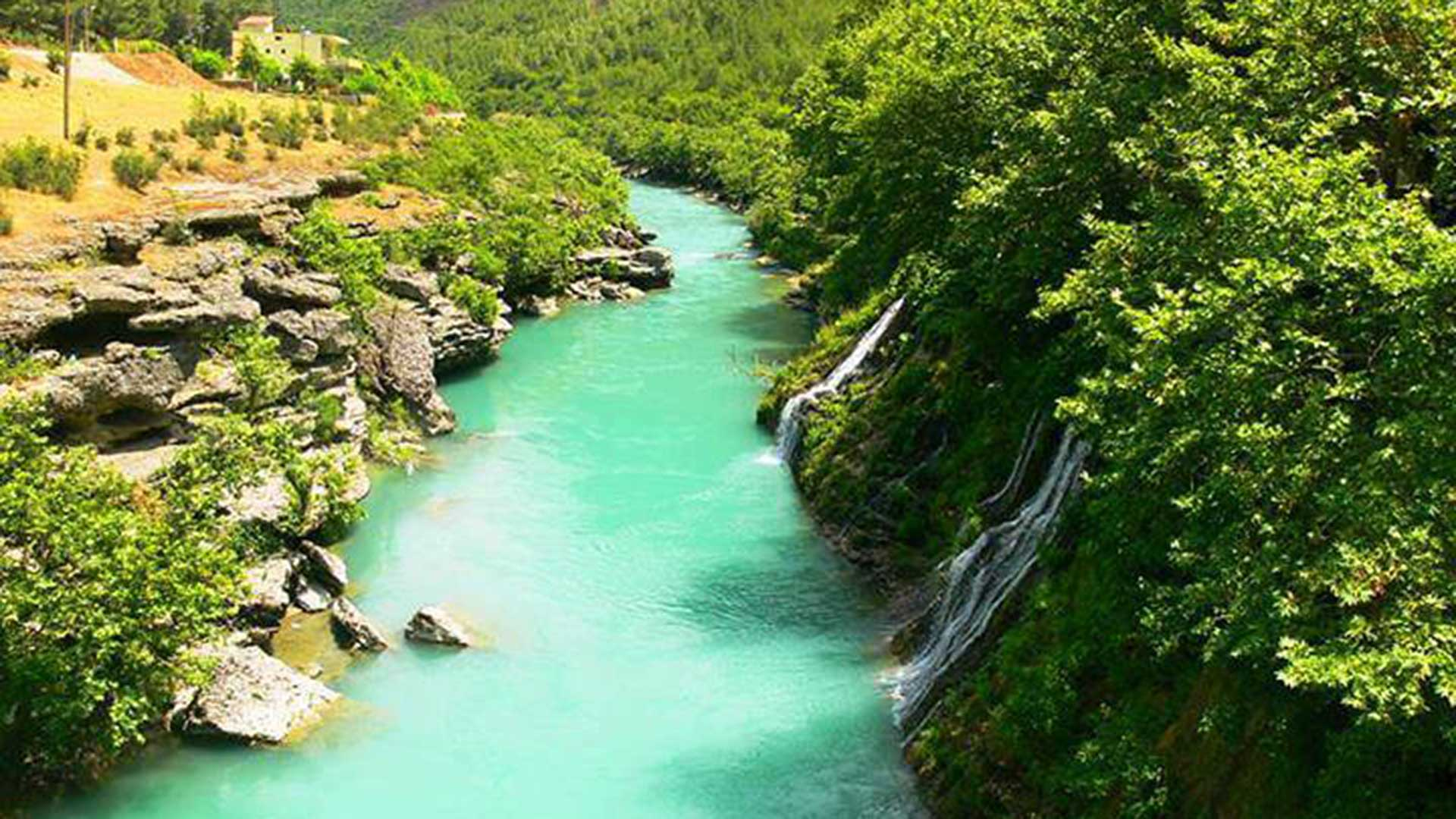 Vjosa-River,-Permet–1